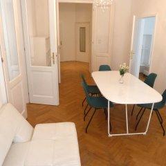 Апартаменты Sobieski Apartments St. Stephen Cathedral комната для гостей фото 5