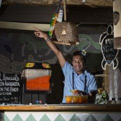 Отель Beachcomber Island Resort Фиджи, Остров Баунти - отзывы, цены и фото номеров - забронировать отель Beachcomber Island Resort онлайн интерьер отеля фото 2