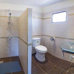 Отель Baan Kanittha - 6 Bedrooms GT Pool Villa ванная