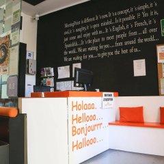 Отель Hostels MeetingPoint Испания, Мадрид - отзывы, цены и фото номеров - забронировать отель Hostels MeetingPoint онлайн гостиничный бар