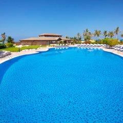 Отель Hilton Al Hamra Beach & Golf Resort бассейн