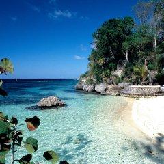 GoldenEye Hotel & Resort пляж