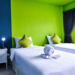 Отель Two Color Patong Номер Делюкс с разными типами кроватей фото 3