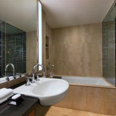 Royal Orchid Sheraton Hotel & Towers ванная