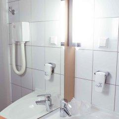 Отель Ibis Kaunas Centre Литва, Каунас - 9 отзывов об отеле, цены и фото номеров - забронировать отель Ibis Kaunas Centre онлайн ванная фото 2