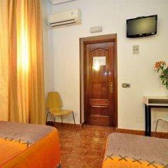 Отель Hostal Castilla I Испания, Мадрид - отзывы, цены и фото номеров - забронировать отель Hostal Castilla I онлайн комната для гостей фото 3