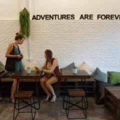 Krit Hostel Бангкок бассейн фото 2