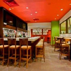 Отель Crowne Plaza Toronto Airport Канада, Торонто - отзывы, цены и фото номеров - забронировать отель Crowne Plaza Toronto Airport онлайн гостиничный бар