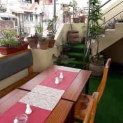 Отель The Glasshouse Hotel & Hostel Непал, Катманду - отзывы, цены и фото номеров - забронировать отель The Glasshouse Hotel & Hostel онлайн балкон