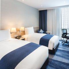 Отель Holiday Inn Express Bangkok Soi Soonvijai комната для гостей фото 5
