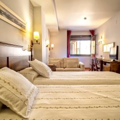 Отель Domus Selecta Doña Manuela сейф в номере