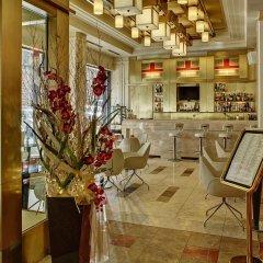 Отель Majestic Plaza Чехия, Прага - 8 отзывов об отеле, цены и фото номеров - забронировать отель Majestic Plaza онлайн гостиничный бар
