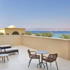 Отель Al Manara, a Luxury Collection Hotel, Saraya Aqaba Иордания, Акаба - 1 отзыв об отеле, цены и фото номеров - забронировать отель Al Manara, a Luxury Collection Hotel, Saraya Aqaba онлайн балкон