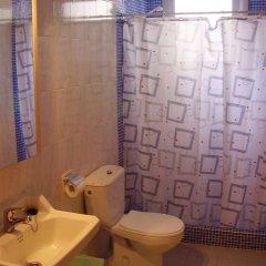 Отель Hostal Blanes La Barca Испания, Бланес - отзывы, цены и фото номеров - забронировать отель Hostal Blanes La Barca онлайн ванная