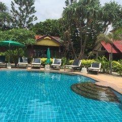 Best Friends Hotel & Hostel Ланта бассейн