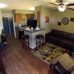 Отель Eagle's Den Suites at Kenedy США, Кенеди - отзывы, цены и фото номеров - забронировать отель Eagle's Den Suites at Kenedy онлайн комната для гостей