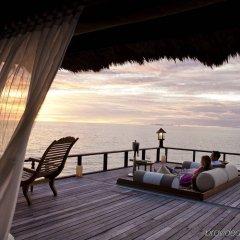 Отель Banyan Tree Vabbinfaru Мальдивы, Остров Гасфинолу - отзывы, цены и фото номеров - забронировать отель Banyan Tree Vabbinfaru онлайн бассейн фото 2