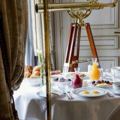 Отель Le Meurice Dorchester Collection Париж в номере фото 2