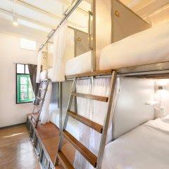 REST IS MORE Hostel Бангкок комната для гостей