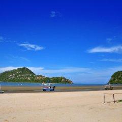 Отель The Green Beach Resort пляж