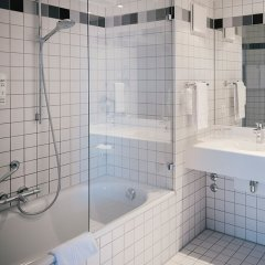 Отель Vienna House Easy Berlin ванная фото 2