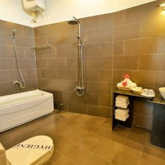 Отель Cam Chau Homestay ванная