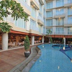 Bedrock Hotel Kuta Bali бассейн