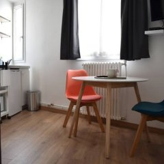 Апартаменты Renovated Studio Near Buttes Chaumont Париж в номере