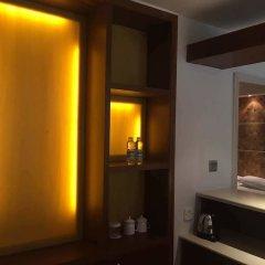 Отель Palm Beach Resort&Spa Sanya сейф в номере