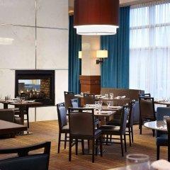 Отель Courtyard by Marriott Montreal Airport Канада, Монреаль - отзывы, цены и фото номеров - забронировать отель Courtyard by Marriott Montreal Airport онлайн гостиничный бар