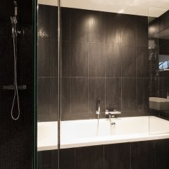 Отель Alberginn Suites Rivoli Les Halles Париж ванная