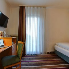 Best Western Ambassador Hotel сейф в номере
