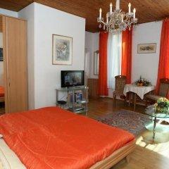 Апартаменты Mozart Apartments Вена комната для гостей фото 4