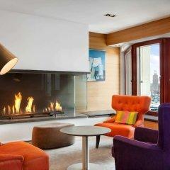 Отель Hilton Stockholm Slussen Швеция, Стокгольм - 9 отзывов об отеле, цены и фото номеров - забронировать отель Hilton Stockholm Slussen онлайн интерьер отеля фото 3