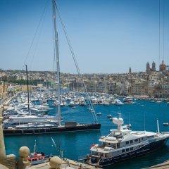 Отель Seashells Studio Seaview terrace Мальта, Буджибба - отзывы, цены и фото номеров - забронировать отель Seashells Studio Seaview terrace онлайн приотельная территория фото 2