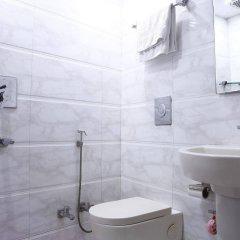 Отель OYO 16011 Hotel Mohan International Индия, Нью-Дели - отзывы, цены и фото номеров - забронировать отель OYO 16011 Hotel Mohan International онлайн ванная фото 2