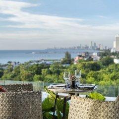 Отель X2 Vibe Pattaya Seaphere Residence пляж