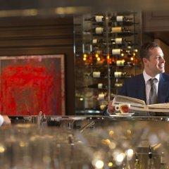 Отель Four Seasons Hotel Prague Чехия, Прага - 6 отзывов об отеле, цены и фото номеров - забронировать отель Four Seasons Hotel Prague онлайн гостиничный бар