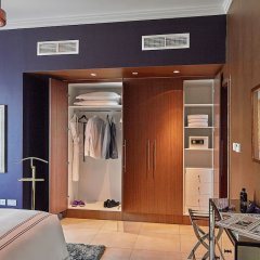Отель Dream Inn 48 Burj Gate Burj Khalifa View сейф в номере