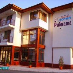 Отель Hoteli Smolyan Hotel Ribkata Болгария, Смолян - отзывы, цены и фото номеров - забронировать отель Hoteli Smolyan Hotel Ribkata онлайн вид на фасад