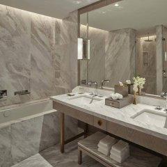 Отель Waldorf Astoria Dubai International Financial Centre ванная фото 2