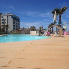 Hotel Commodore бассейн