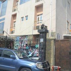 Отель Mac Dove Lounge & Suites ltd парковка