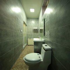 Отель Beijing Bieyuan Courtyard Hotel Китай, Пекин - отзывы, цены и фото номеров - забронировать отель Beijing Bieyuan Courtyard Hotel онлайн ванная фото 2