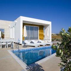 Отель Paradise Cove Luxurious Beach Villas Кипр, Пафос - отзывы, цены и фото номеров - забронировать отель Paradise Cove Luxurious Beach Villas онлайн бассейн фото 6