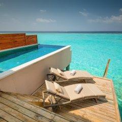Отель Kudafushi Resort and Spa 5* Вилла разные типы кроватей фото 4
