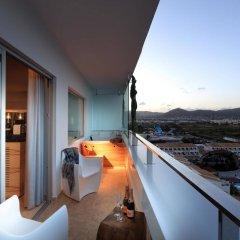 Отель Ushuaia Ibiza Beach Hotel - Adults Only Испания, Сант Джордин де Сес Салинес - 4 отзыва об отеле, цены и фото номеров - забронировать отель Ushuaia Ibiza Beach Hotel - Adults Only онлайн балкон