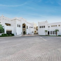 Отель Sharq Village & Spa парковка
