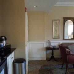 Отель Embassy Inn в номере