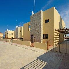 Отель Fig Tree Bay Villa 10 Кипр, Протарас - отзывы, цены и фото номеров - забронировать отель Fig Tree Bay Villa 10 онлайн парковка